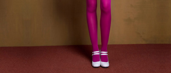 How to wear magenta tights?